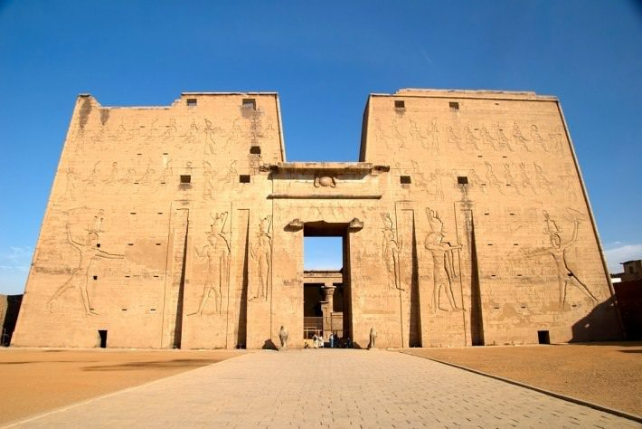 The-first-pylon-of-Edfu-Temple-dedicated-to-God-Horus